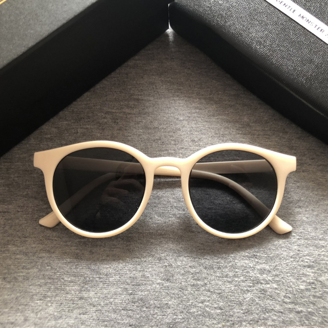 2020 Fashion V Logo Gentle Sunglasses Women Small Frame Retro Designer Sun Glasses Lady Cute Vintage Sunglasses Original Package