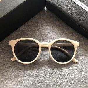 Image 1 - 2020 אופנה V לוגו עדין משקפי שמש נשים קטן מסגרת רטרו מעצב משקפיים שמש ליידי חמוד בציר משקפי שמש מקורי חבילה