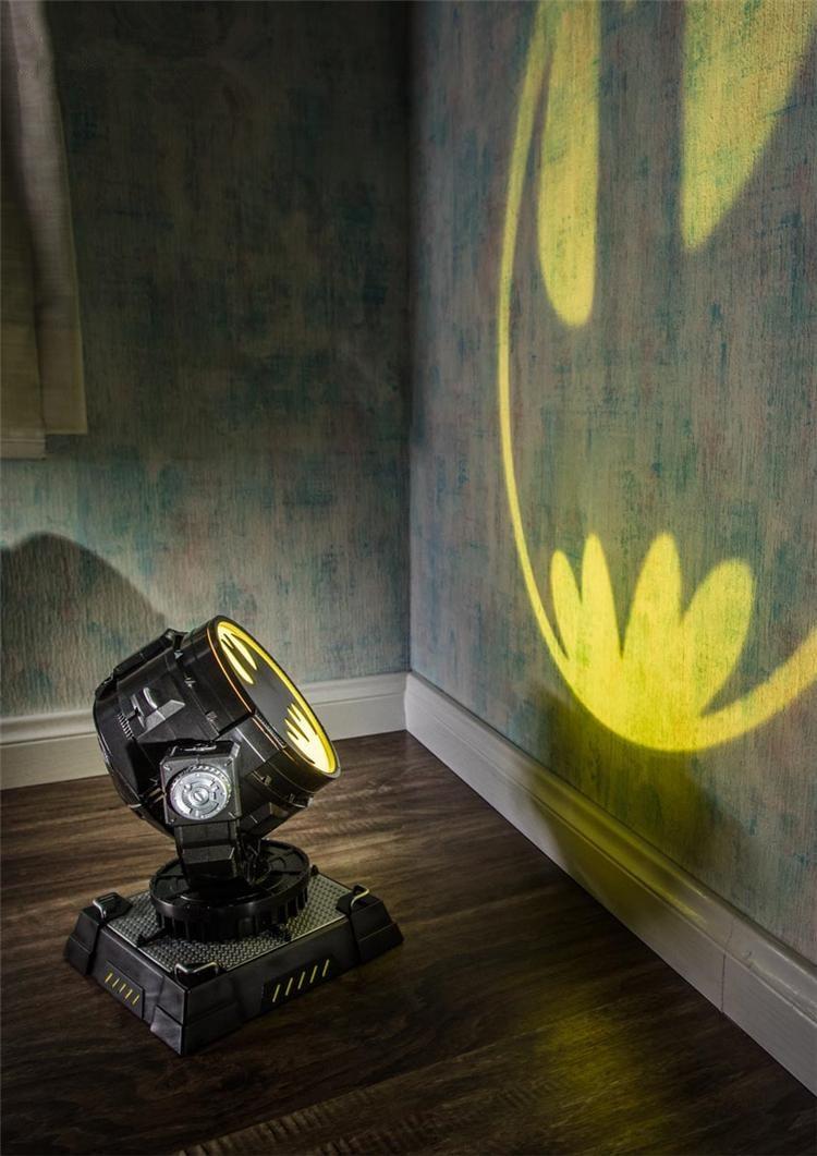 [Top] Collection 1/6 echelle accessoire de film les avengers Batman lumière LED modele chauve souris homme lampe de Projection cosplay jouet enfant cadeau