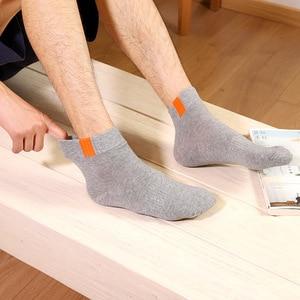 Image 5 - 6 шт. = 3 пара/лот, модные зимние мужские носки, высококачественные хлопковые носки из полиэстера для мужчин, повседневные классические белые носки для мужчин