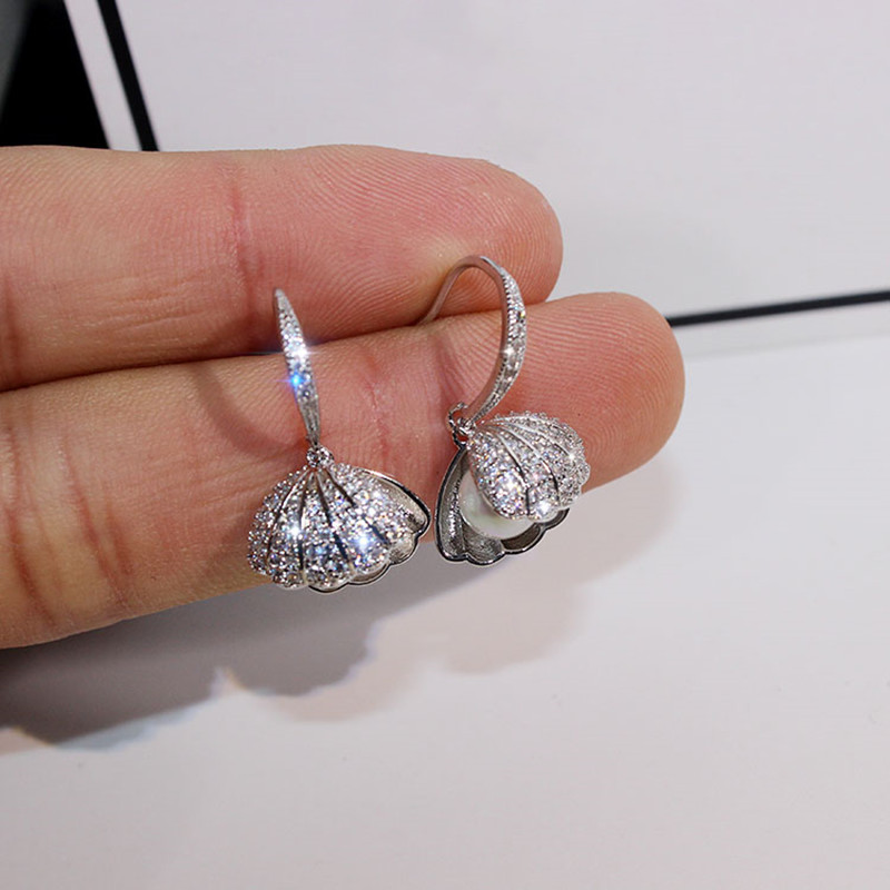 Dominated 2019 metal shell design exquisite shining crystal Fashion temperament contracted pearl Drop earrings new