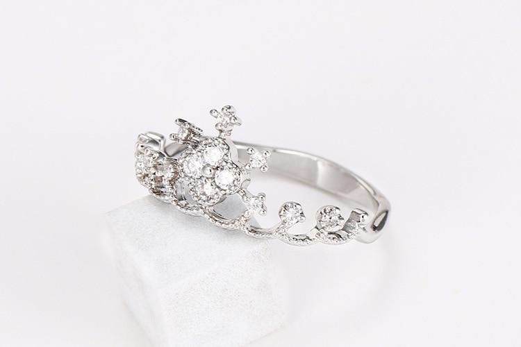 Élégant minimaliste zircon anneau Explosion dames couronne reine anneau anniversaire balle doit correspondre aux accessoires