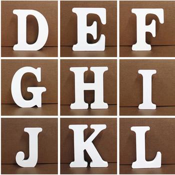 10CM białe drewniane litery alfabetu angielskiego DIY spersonalizowana nazwa projekt rzemiosło artystyczne wolnostojący serce strona ślubny wystrój domu tanie i dobre opinie Drewna About 10*10*1 5 cm