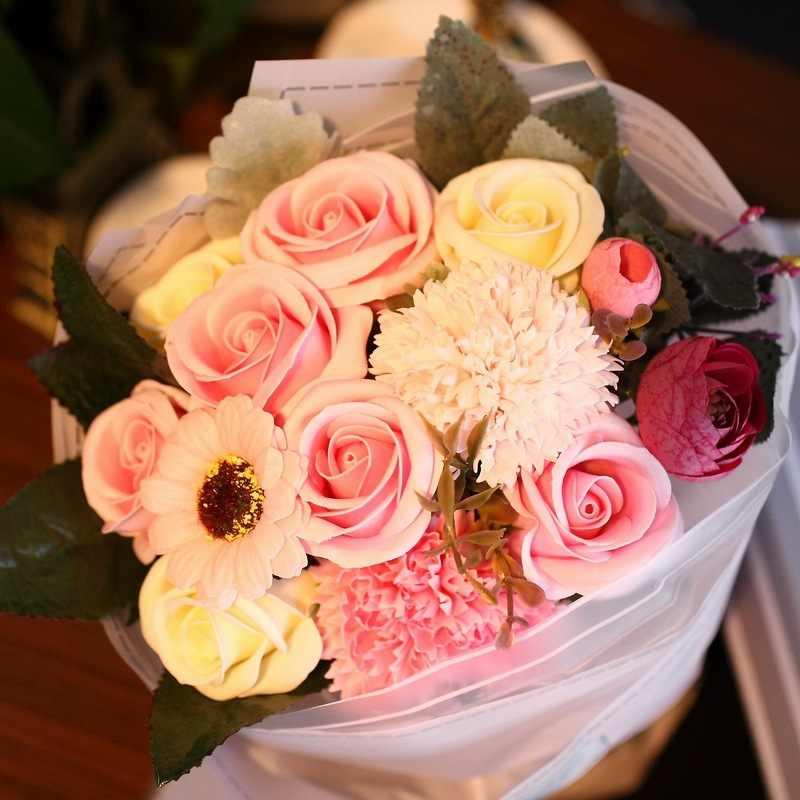 Bouquet de roses artificielles en mousse | Boîte à cadeau de fleurs de savon, Bouquet de fleurs en mousse pour cadeau de fête des mères