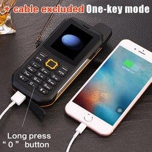 "Image 4 - F68 IP67 방수 전원 은행 휴대 전화 2.2 ""Shockproof 시끄러운 스피커 강력한 손전등 듀얼 SIM 수석 야외 견고한 전화"