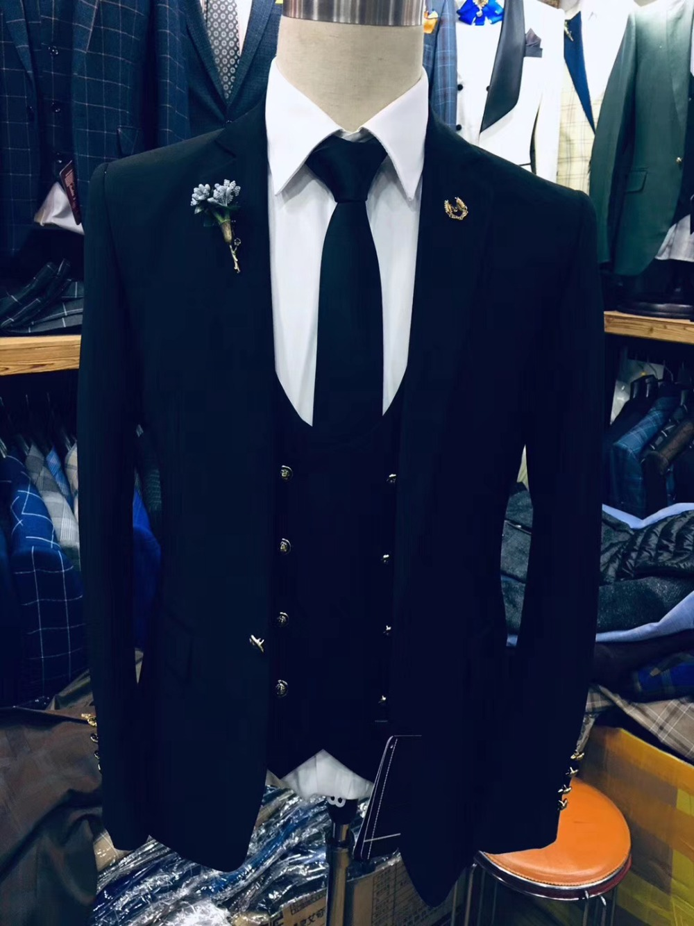Black-Slim-Fit-Tuxedos-Groom-Wedding-Suits-For-Men-New-Design-Fashion-Formal-Party-Prom-Male (2)