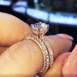 Huitan Trendy Solitaire Oval Crystal Stone Finger Rings For Women With Micro Paved Romantic Rose Gold Engagement Female Rings