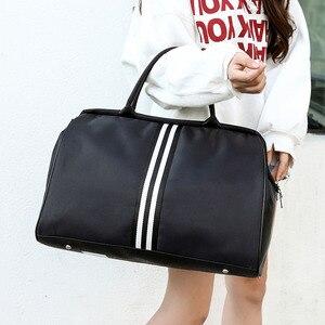 Image 1 - ボルサストライプトラベルバッグフィットネスバッグ荷物ダッフルバッグを旅行する嚢デスポーツハンドバッグ女性のための男性屋外スポーツ tas XA46A
