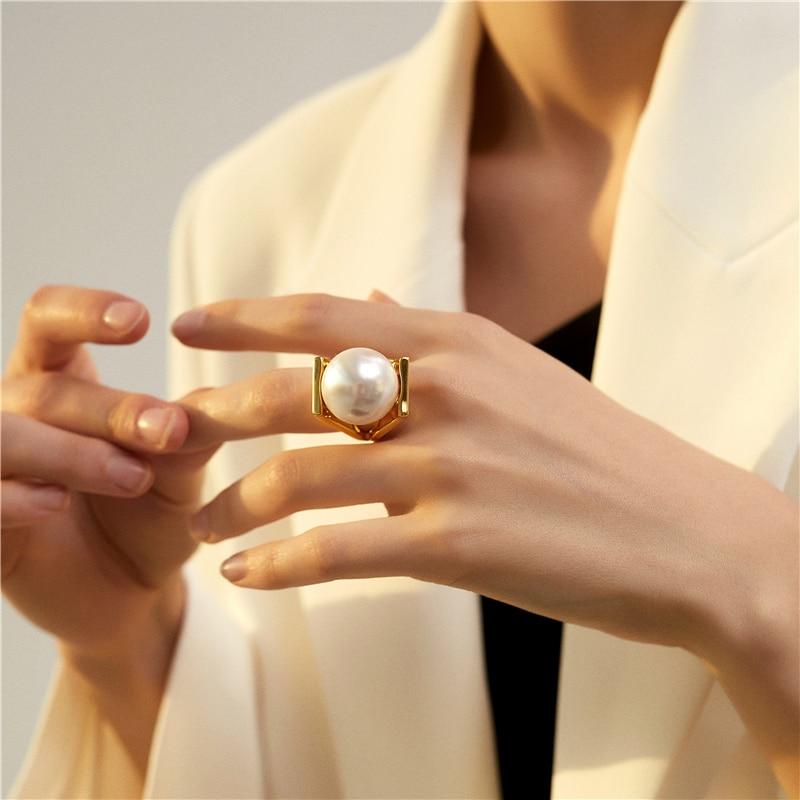 HUANZHI большие искусственные жемчужины золотого цвета, металлические полые кольца для женщин и девочек, вечерние кольца в подарок
