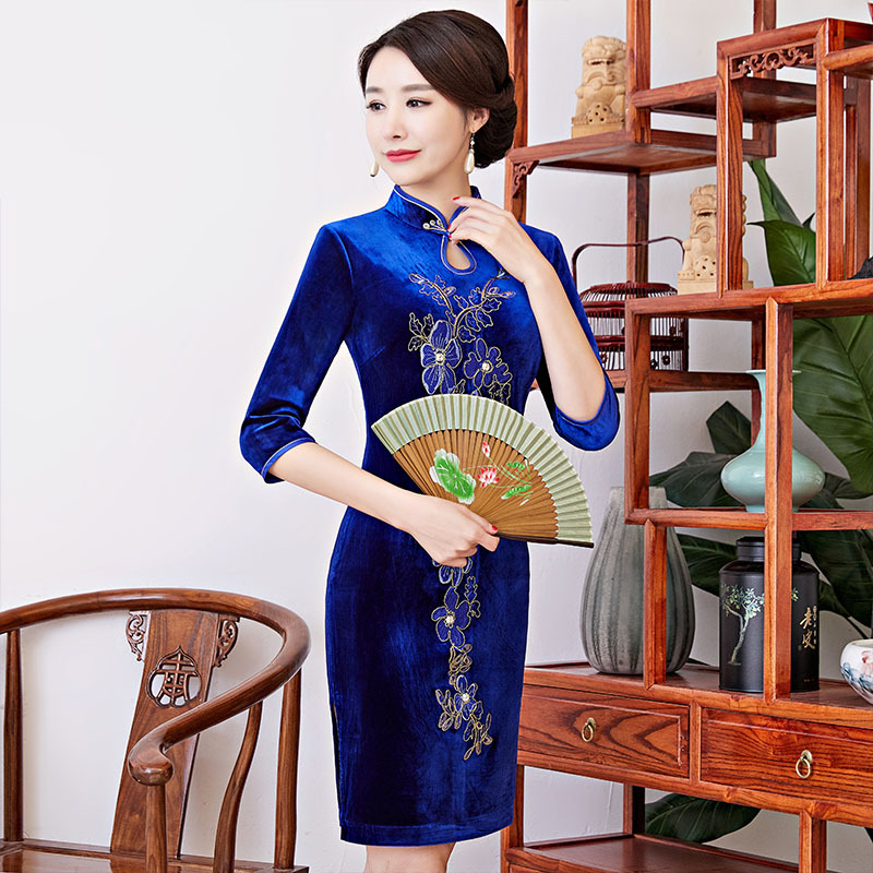 Cross Border 2019 Autumn And Winter New Style Gold Velvet Long Sleeve Embroidered Improved Cheongsam Dress Women's Middle-aged L
