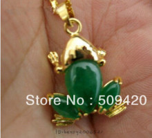 free shipping >>>>>5PCS Wonderful jewelry green jade 18k GP Frog pendant necklace(China)