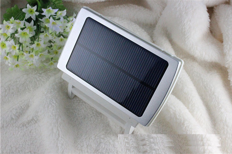 30000mAh Waterproof/Dustproof Solar Power Bank with Double USB Output and LED Flashlight 7