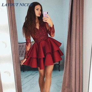 Короткое атласное платье бордового цвета с многослойными оборками для выпускного вечера, скромное прозрачное вечернее платье с длинными р...