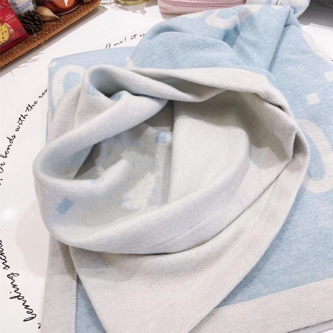 2021 New Light Blue with letter Printed High-ended Quality Blanket 120*120CM