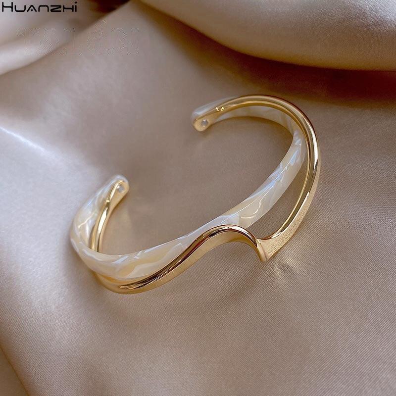 HUANZHI 2021 простая новая белая доска для моллюсков изгиб металлический геометрический перекрытие уксусная Смола Открытый браслет для женщин д...