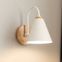 الخشب LED الحديد الجدار مصباح السرير الجدار ضوء الحديثة الشمال الصلبة نوم غرفة المعيشة الممر الشمعدان تركيب المصابيح جدار فن الديكور