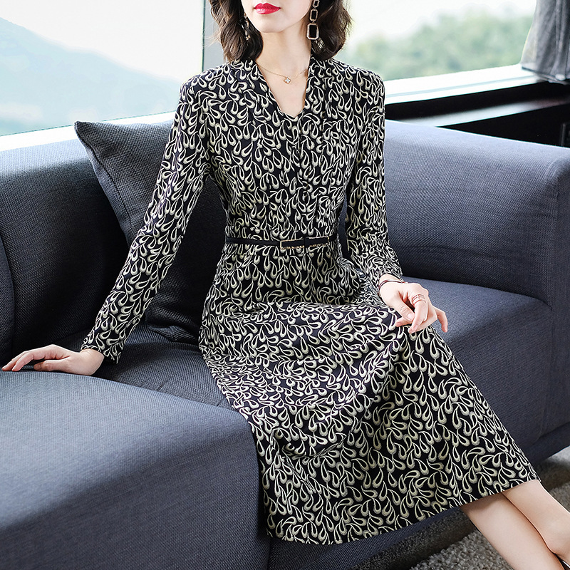 2020 Spring New Style Nobility Retro Kuotaitai Dress Women's Sexy V-neck Waist Hugging Slim Fit Over-the-Knee Long Skirts