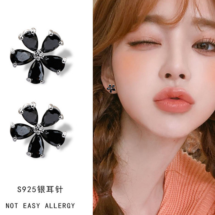 Aros Brincos Brinco Fashion Small And Pure Fresh Flowers Zircon Earrings Stud Wholesale Female Temperament Joker Classic Women in Stud Earrings from Jewelry Accessories