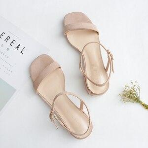 Image 4 - 2020 女性の夏のサンダルの靴女性フロックアンクルストラップスクエアハイヒールハイトかかとエレガントなカジュアルパーティー結婚式の靴の女性ポンプ