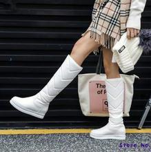 Зимние теплые плюшевые сапоги до колена женские удобные на плоской