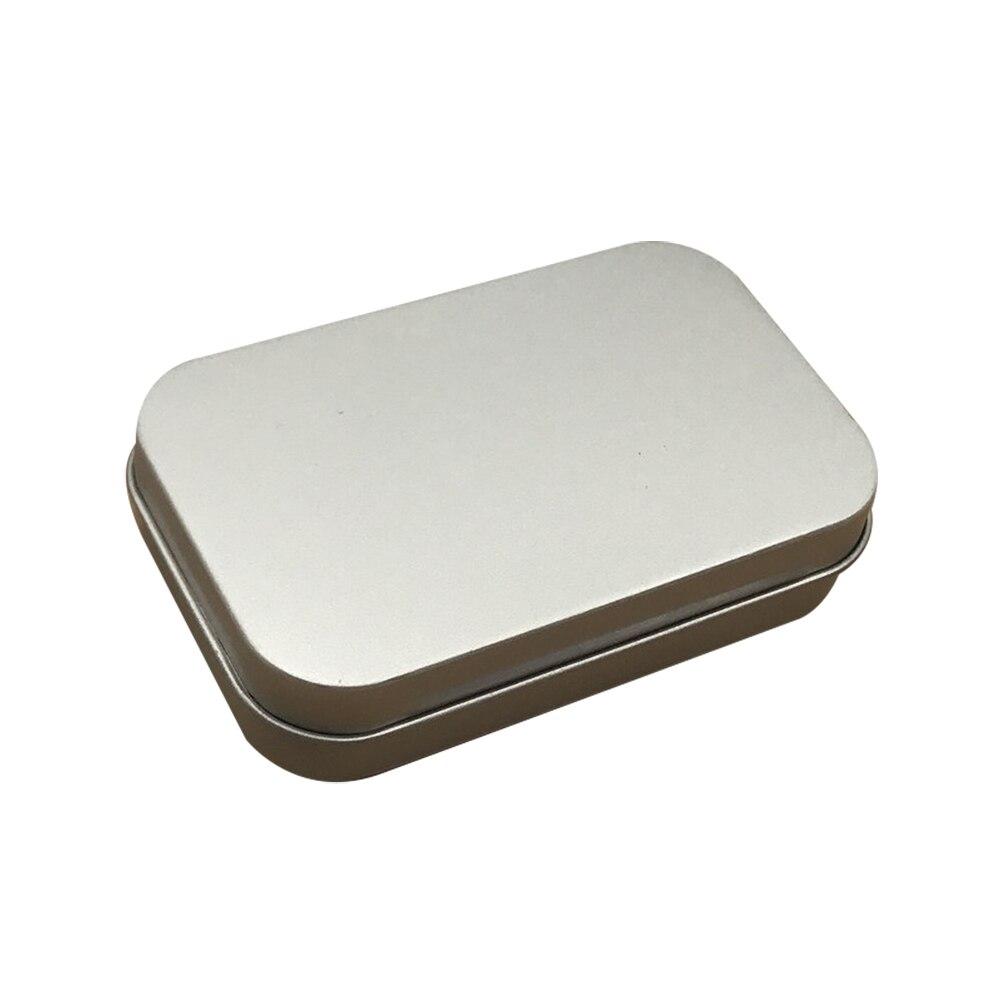 Серебристые металлические прямоугольные пустые навесные ящики