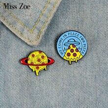 Pin esmaltado personalizado de Pizza Planet para niños, broches de alienígenas, camisa, bolsa de solapa, insignia de Pizza divertida, regalo de joyería de Pizza, comida de dibujos animados