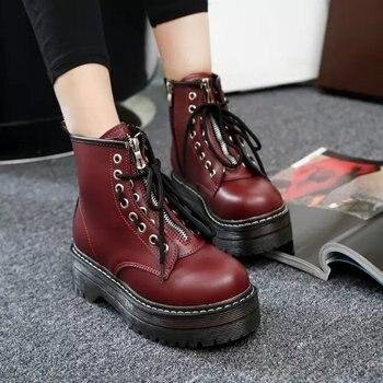 Botas de combate de estilo Punk para mujer, botas de montar por encima del tobillo con cordones, zapatos de plataforma para moto en negro y rojo, novedad C356