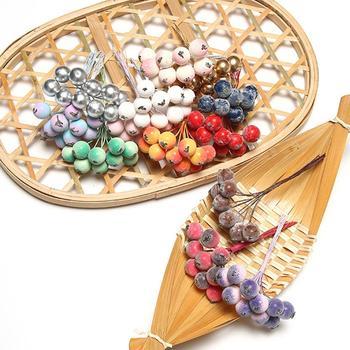 1 ramo de Mini bayas artificiales redondas decoración de álbumes de recortes fiesta de boda baya Artificial decoración de Navidad barato