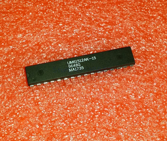 1pcs/lot UM61512AK-15 UM61512AK UM61512 DIP-32 In Stock