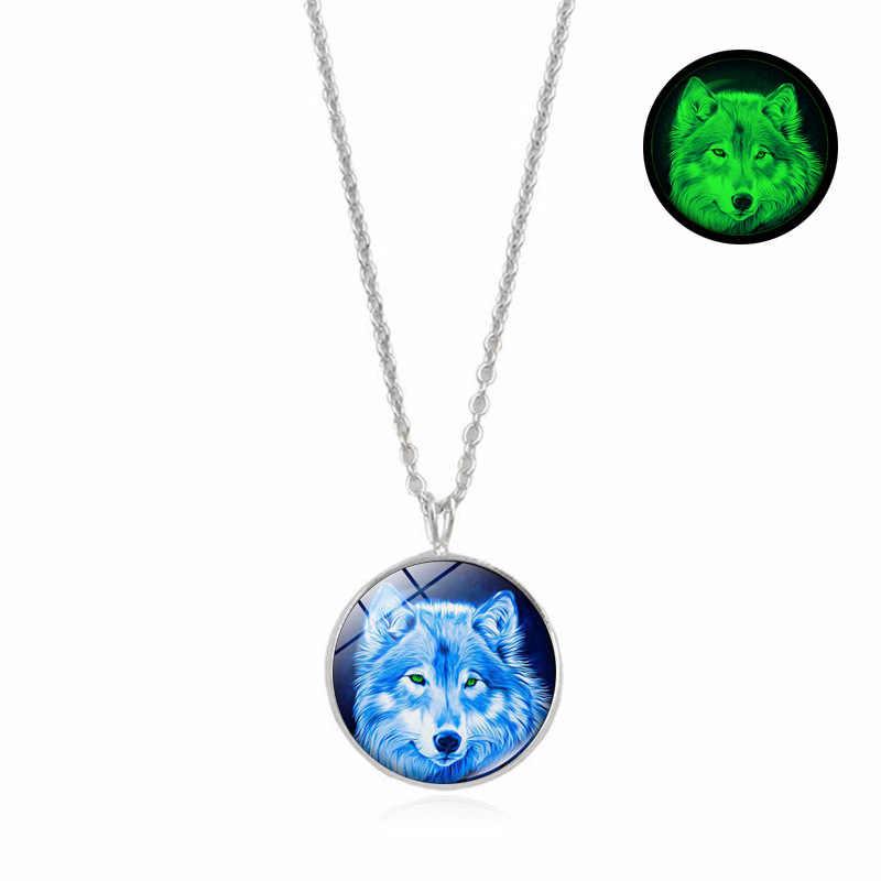 Brillan en la oscuridad colgante de cristal collar de joyería para hombres y mujeres encanto de moda aullando Lobo serie media luna luminoso collar regalo