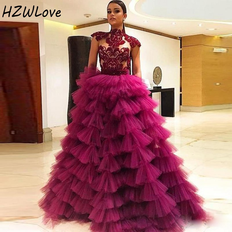 High Neck Prom Dresses Cap Sleeves Sheer Neck Appliques Lace Tiered Cake Skirts Evening Dress Pleats Tulle Celebrity Gowns