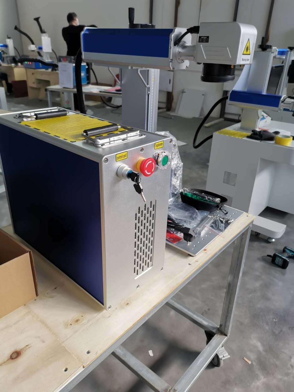 30W MAX Raycus And JPT Fiber Laser Marking Machine With 200-200mm Working Table 3