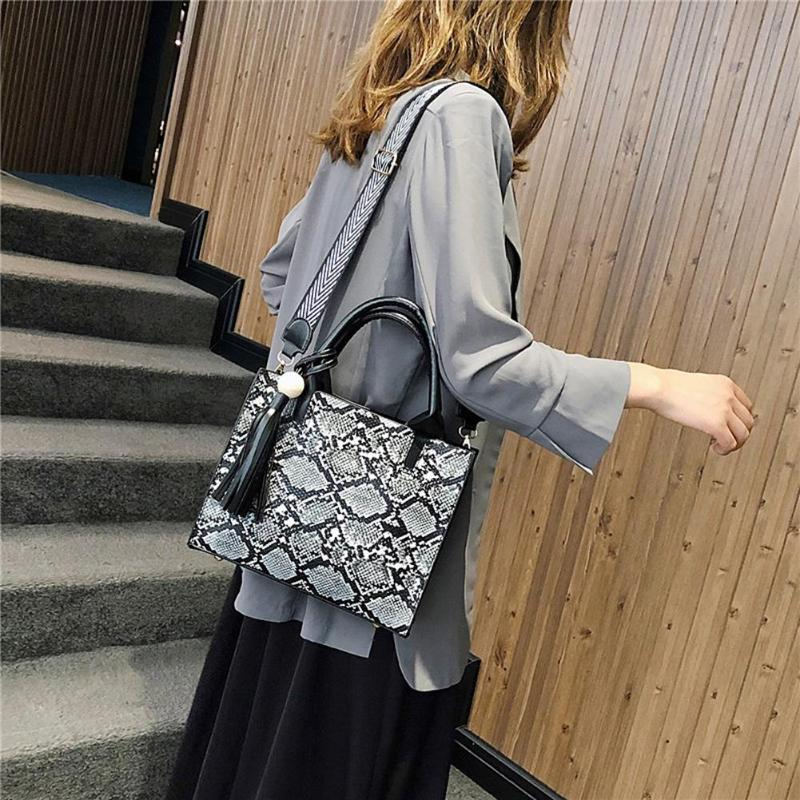 Portable Snake Print PU Leather Handbags Ladies Daily Shopping Inclined Shoulder Bag Women Tassel Large Capacity Tots Bags