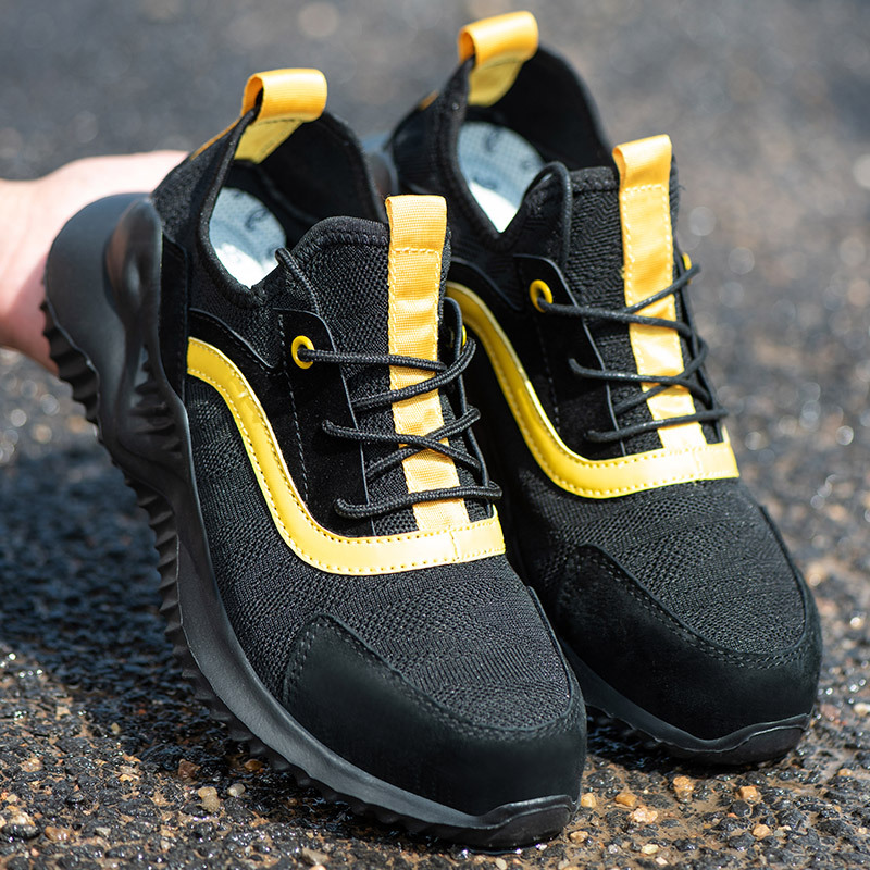 Labor Insurance Shoes Men's Steel Toe Caps Anti-smashing Welder Safety Shoes Lightweight Summer Breathable Work Shoes