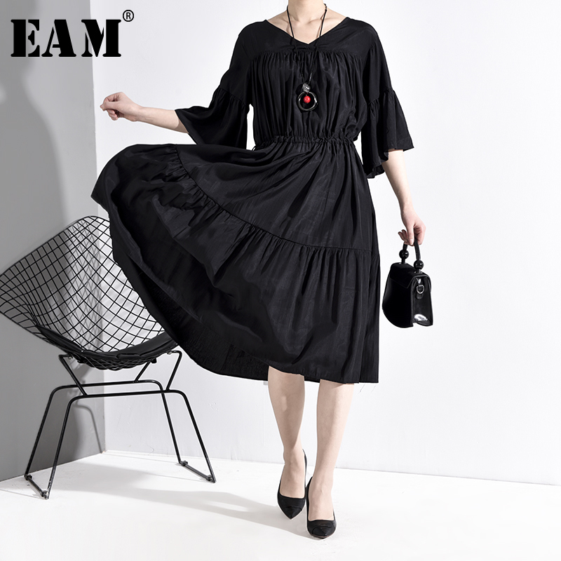[EAM] Women Black Pleated Big Size Dress New V-Neck Three-quarter Sleeve Loose Fit Fashion Tide Spring Autumn 2020 JU67401