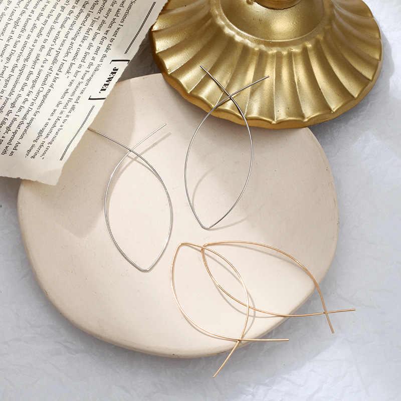 シンプルな魚の形のイヤリングシンプルな手作り銅ワイヤーイヤリングレディースゴールデンゴールド川イヤリング女性ファッションジュエリー