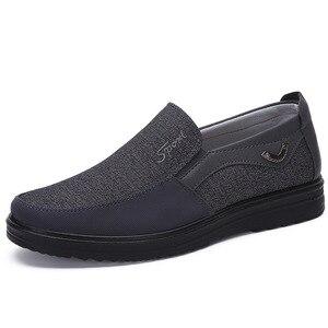 Image 2 - Zapatos de marca de goma adultos para Hombre, Zapatos planos sin cordones, cómodos, transpirables, Tenis masculinos, Zapatos para Adulto, zapatillas de Hombre, zapatillas para Hombre