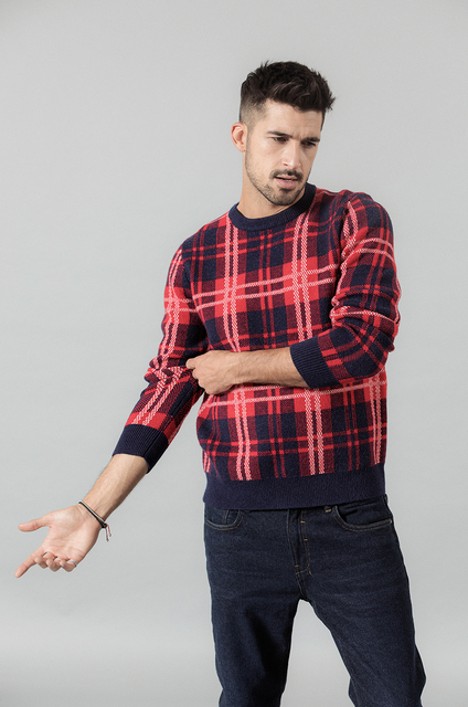 Plaid sweater with crewneck plaid in contrast colors