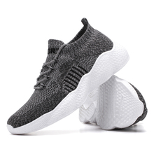 2020 Men Fly-woven Mesh Sneakers Comfortable and Breathable Men Sports