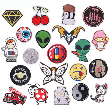 Alien Outer Space Round Badge Patch Iron on Patches for Clothing Sew on Stickers on Clothes Embroidered Patches for Applique DIY girl 6x4cm small embroidered patches for clothing iron on clothes patch children diy sew on applications applique sewing cartoon
