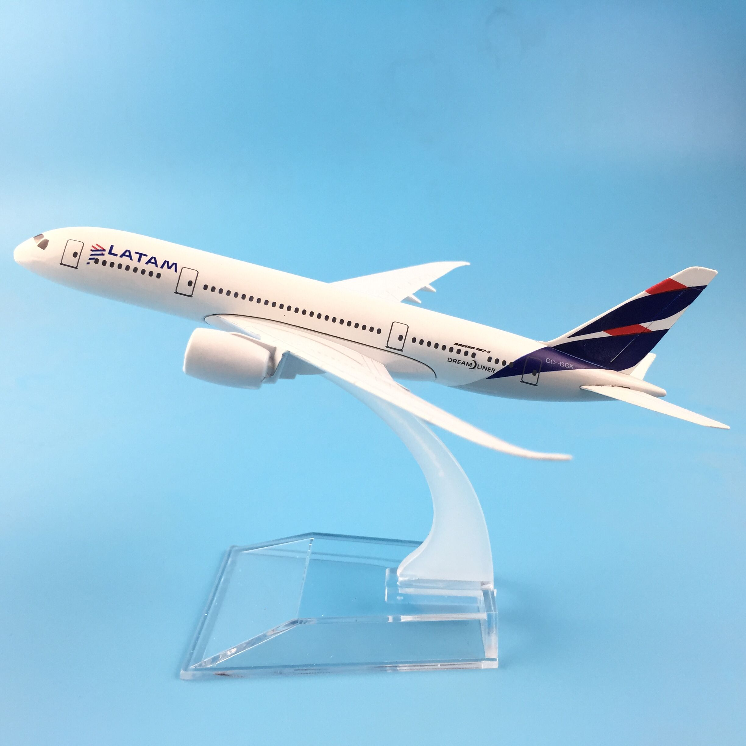 16CM LATAM Plane Aircraft Alloy Metal Model Airplane Model W Stand Kids Toys Children New Year/Birthday/Collections Gifts