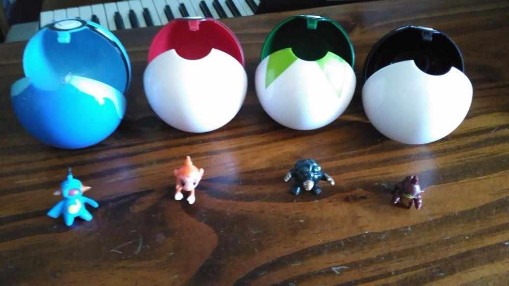 1Pc Pokeball + 1pc 포켓몬 무료 무작위 피규어 1:1 애니메이션 액션 & 장난감 피규어 어린이를위한 크리스마스 선물