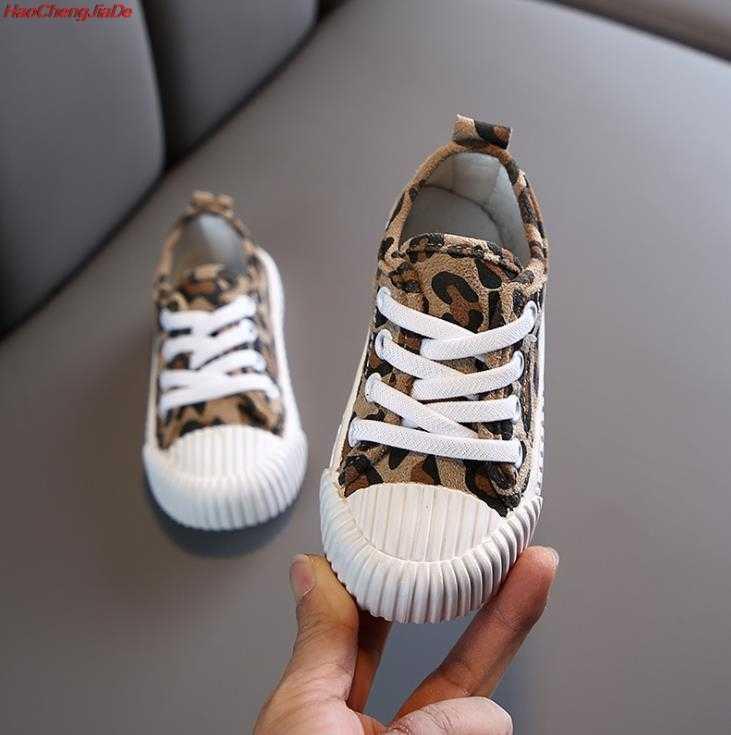 ฤดูใบไม้ผลิฤดูใบไม้ร่วงเด็กเสือดาวพิมพ์ผ้าใบรองเท้า Breathable ลื่นรองเท้าสำหรับชายหญิงเด็กนุ่มด้านล่างแบนรองเท้า