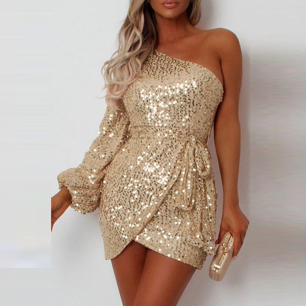Женское мини платье с одним плечом блестками и рукавом фонариком