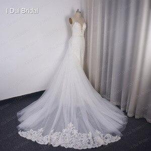 Image 4 - להסרה רכבת נדן חתונת שמלה באיכות גבוהה תחרה נמוכה חזרה עמוק V מחשוף
