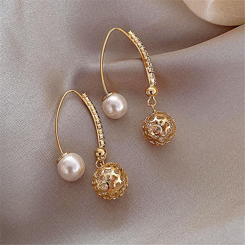 2020 South Korea New Hollow-out Ball Stud Earrings Temperament Sweet Joker Simple Earrings Female Jewelry