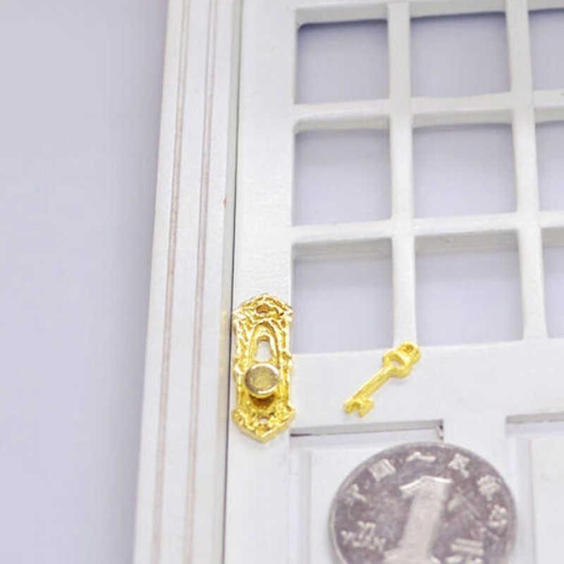 1:12 Rumah Boneka Miniatur Logam Kuningan Tombol Piring dengan Lubang Kunci Kunci Set Pintu Aksesori Kunci Pintu dengan Kunci Mainan