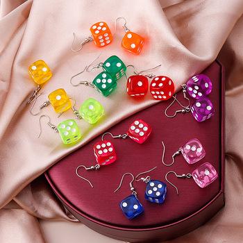 Nowa kreatywna akrylowa symulacja trójwymiarowe kości kolczyki przezroczyste kolorowe kości Dangle kolczyki dla damska biżuteria na prezent tanie i dobre opinie NoEnName_Null Ze stopu cynku CN (pochodzenie) TRENDY moda DR823 kolczyki wiszące SQUARE Akrylowe Kobiety