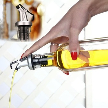 Olive Oil Bottle Sprayer Spout Liquor Dispenser Wine Pourers Flip Top Stopper Kitchen Tools