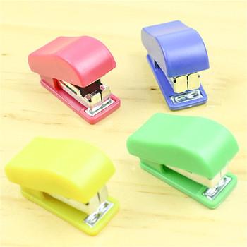 Przenośna jakość Kawaii Mini mały zszywacz przydatny Mini zszywacz zszywki zestaw biurowy wiążące artykuły papiernicze tanie i dobre opinie Mini Color Stapler Instrukcja Z tworzywa sztucznego 0 33 13 10 4 x 1 7 x 2 2cm